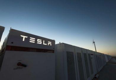 TESLA instaleaza cel mai mare sistem de stocare cu baterii