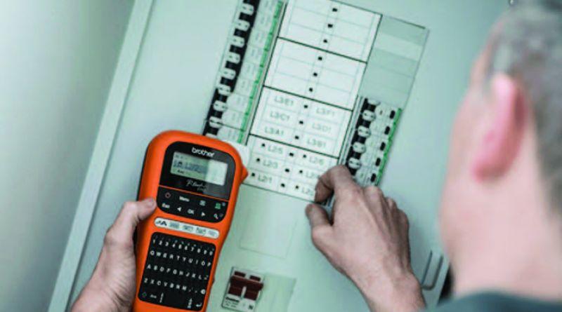 Imprimantele portabile Brother P-Touch simplifică  procesul de etichetare a instalațiilor electrice și de telecomunicații
